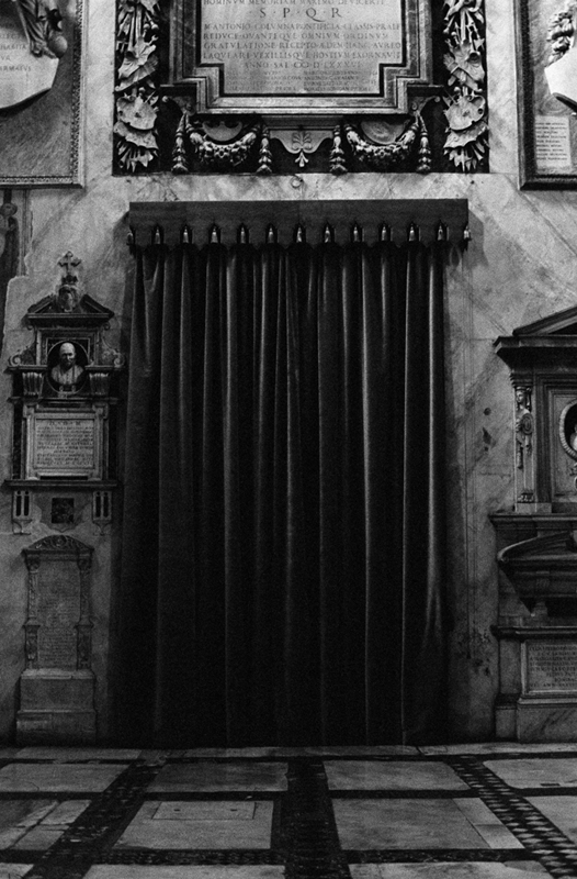 http://www.linseygosper.com/files/gimgs/47_velvet-curtain-1800px.jpg